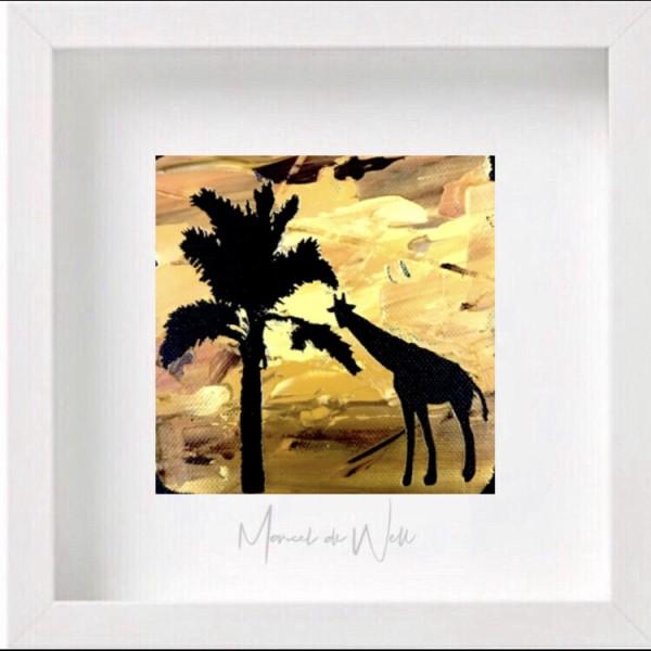 Giraffe mit Palme
